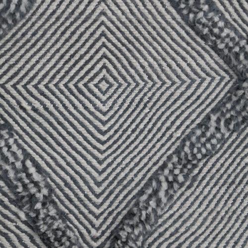 KK915 = 635cm x 383cm (250'' x 151'')